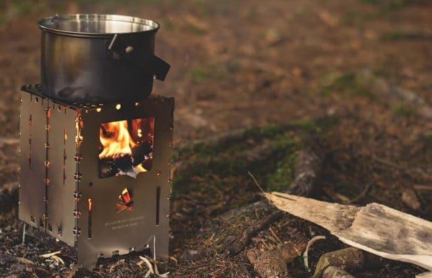 equipement pour réchauffer son repas dans la foret
